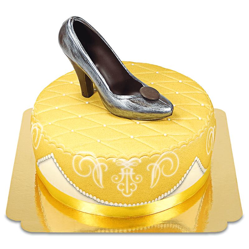 Goldene Deluxe Torte mit Schokoladen Schuh und Band