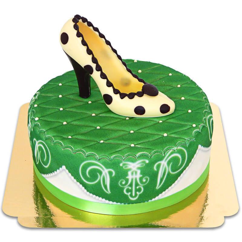 Grüne Deluxe Torte mit Schokoladen Schuh und Band