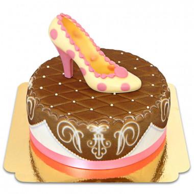 Braune Deluxe Torte mit Schokoladenschuh und Band