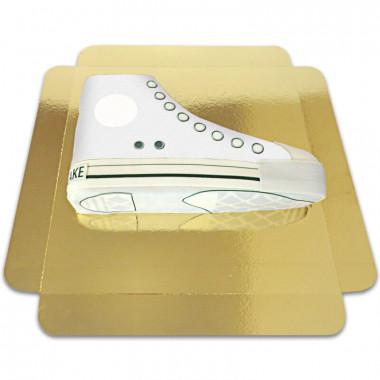 Weiße Sneaker-Torte