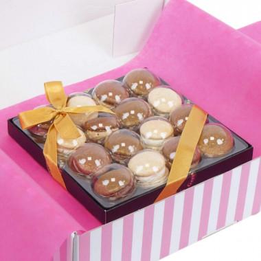 Goldene Weihnachts-Macarons (16 Stück)
