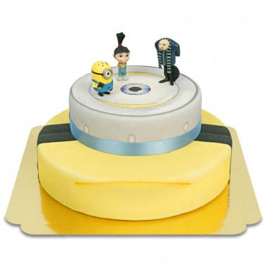 Minions auf zweistöckiger Torte