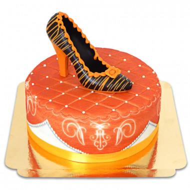 Orange Deluxe Torte mit Schokoladenschuh und Band