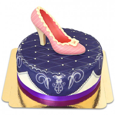 Lila Deluxe Torte mit Schokoladen-Schuh und Band