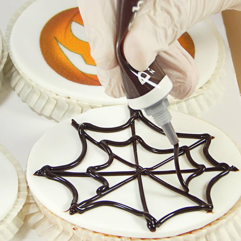 Dekoriere deine Halloween-Cupcakes mit Dr. Oetker