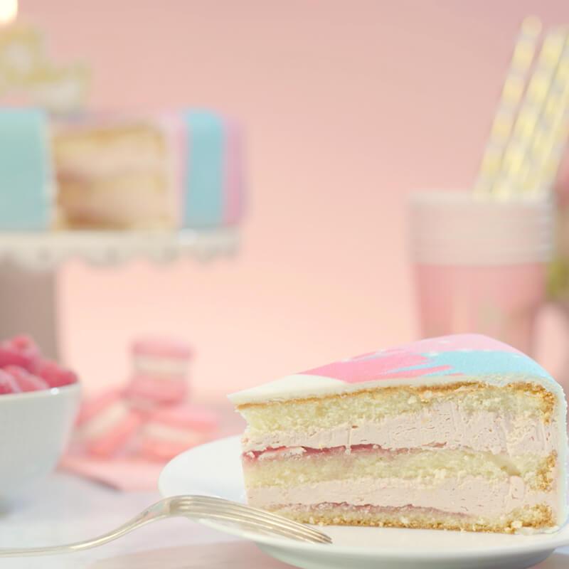 Tortenstück von der Einhorn-Torte